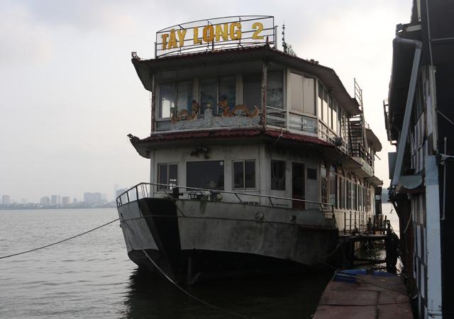 Hà Nội: Đột nhập nghĩa địa du thuyền, nhà hàng nổi tiền tỷ trên hồ Tây - Ảnh 10.