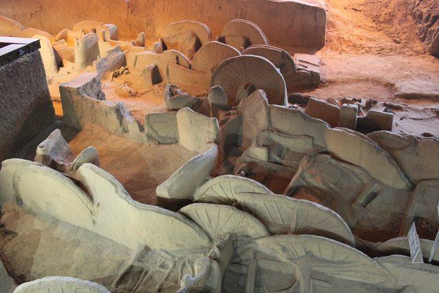 Ngôi mộ đế vương chôn theo 600 con chiến mã: Kiểm tra hộp sọ bất ngờ phát hiện 'sốc' 001