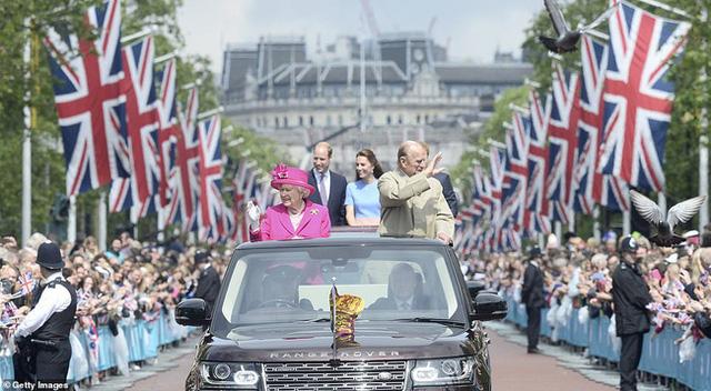Khung cảnh hiện tại của Vương quốc Anh sau sự ra đi của Hoàng tế Philip khiến vợ chồng Harry phải thừa nhận họ đã thua trong cuộc chiến này rồi - Ảnh 8.