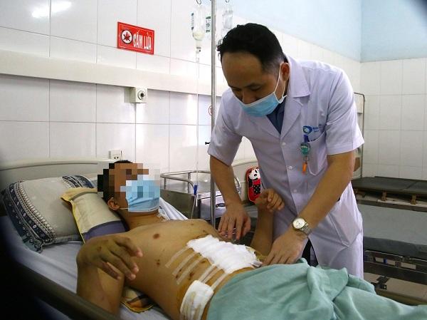 Nam thanh niên vỡ gan, vỡ dạ dày vì tai nạn giao thông - Ảnh 1.