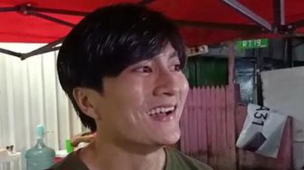 Anh bán cơm tự dưng nổi tiếng vì giống Lee Min Ho, khách nữ đến nườm nượp chỉ để ngắm - Ảnh 1.