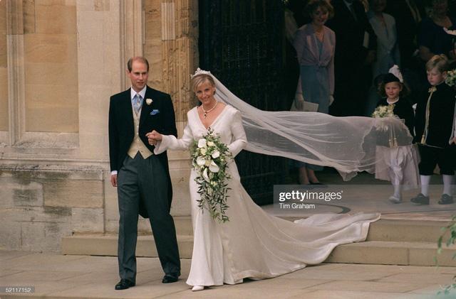 10 cặp đôi hoàng gia khiến chúng ta tin, tình yêu không phân biệt tuổi tác, địa vị nhưng cái kết chưa chắc có hậu: Số 3 từng được ví như Lọ Lem thời hiện đại - Ảnh 6.