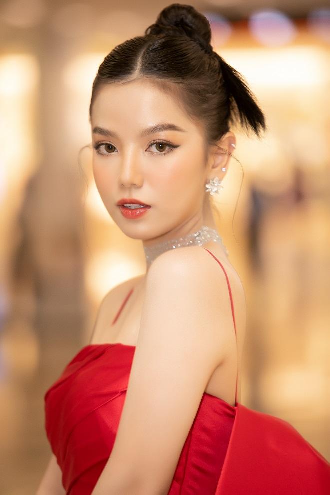 Cô vợ vô duyên của Mạc Văn Khoa trong Lật Mặt: 48H: Là hot girl xinh đẹp, nổi tiếng - Ảnh 3.