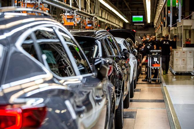 Ngành sản xuất ô tô đối mặt vấn nạn mới về nguồn cung: Thiếu cao su làm săm lốp - Ảnh 2.