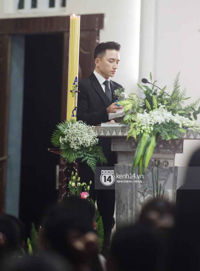 Cập nhật thánh lễ hôn phối Phan Mạnh Quỳnh: Cô dâu xinh xỉu trong tà áo dài, chú rể chăm vợ từng li từng tí ở lễ đường hoành tráng - Ảnh 2.