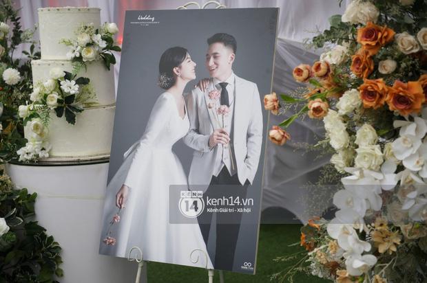 Cập nhật thánh lễ hôn phối Phan Mạnh Quỳnh: Cô dâu xinh xỉu trong tà áo dài, chú rể chăm vợ từng li từng tí ở lễ đường hoành tráng - Ảnh 12.
