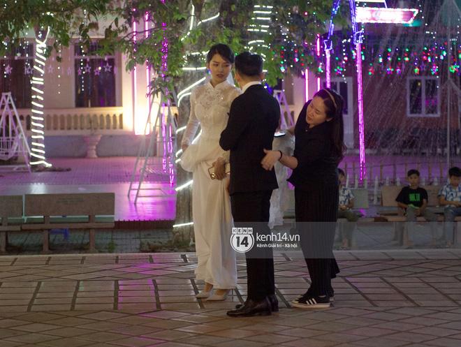 Cập nhật thánh lễ hôn phối Phan Mạnh Quỳnh: Cô dâu xinh xỉu trong tà áo dài, chú rể chăm vợ từng li từng tí ở lễ đường hoành tráng - Ảnh 5.