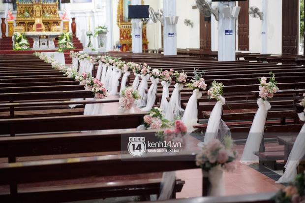 Cập nhật thánh lễ hôn phối Phan Mạnh Quỳnh: Cô dâu xinh xỉu trong tà áo dài, chú rể chăm vợ từng li từng tí ở lễ đường hoành tráng - Ảnh 7.