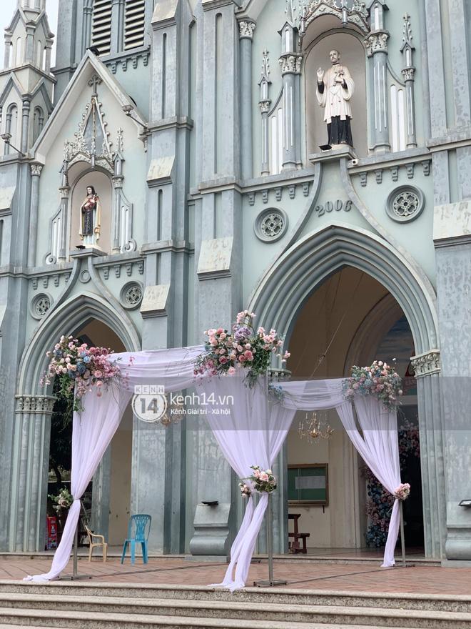 Cập nhật thánh lễ hôn phối Phan Mạnh Quỳnh: Cô dâu xinh xỉu trong tà áo dài, chú rể chăm vợ từng li từng tí ở lễ đường hoành tráng - Ảnh 10.