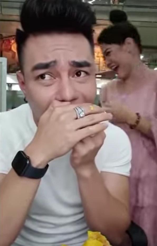 Lê Dương Bảo Lâm gặp sự cố khi livestream: Ăn gà bị mẻ răng sứ, phải mượn keo gắn - Ảnh 3.