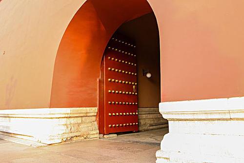 Tại sao các cổng thành đều mở vào bên trong mà không mở ra ngoài? - Đều là dụng ý của người xưa - Ảnh 1.
