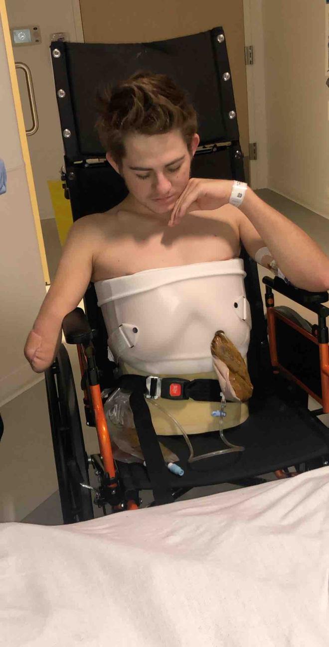 Chàng trai từng bị xe 4 tấn đè nát nửa người vẫn sống sót gây bất ngờ với hình ảnh hiện tại và chuyện tình lay động mọi trái tim - Ảnh 4.