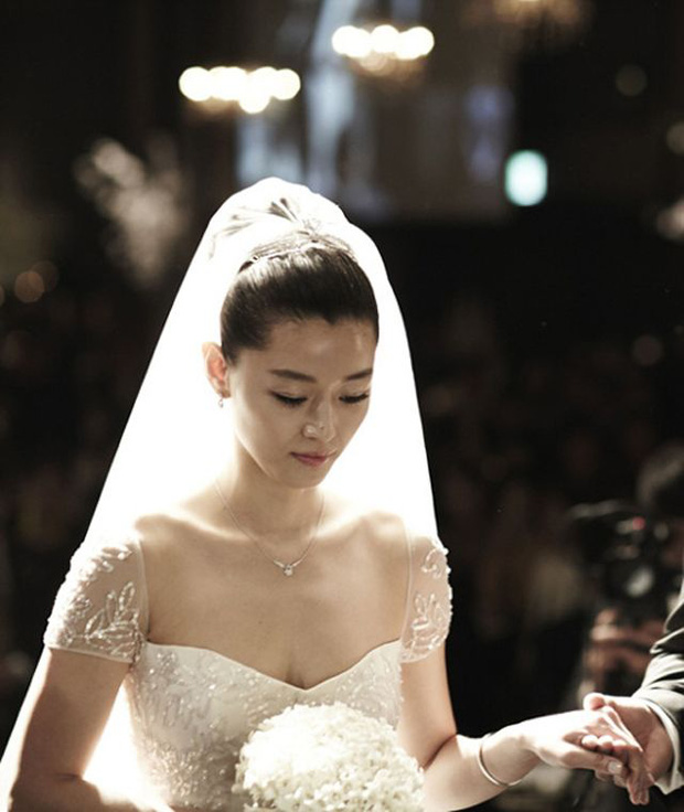 Công bố đám cưới đắt đỏ nhất Kbiz: Váy 1,6 tỷ, nhẫn 10 tỷ chưa sốc bằng giá món phụ kiện từ Hoàng gia Pháp, cô dâu là ai? - Ảnh 3.