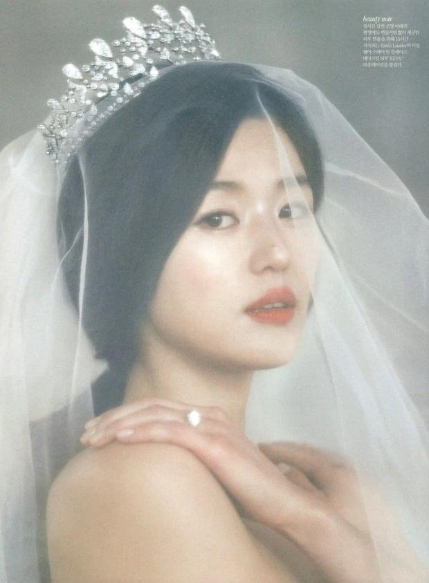 Công bố đám cưới đắt đỏ nhất Kbiz: Váy 1,6 tỷ, nhẫn 10 tỷ chưa sốc bằng giá món phụ kiện từ Hoàng gia Pháp, cô dâu là ai? - Ảnh 4.