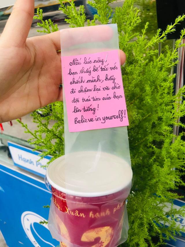 Chiêu PR cao tay của quán take away Sài Gòn: Mỗi ly cà phê đính kèm một lời chúc viết tay - Ảnh 6.