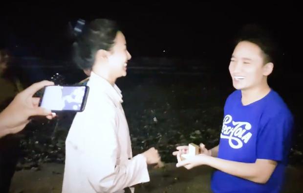 5 năm yêu của Phan Mạnh Quỳnh và vợ hot girl: Từ bị hoài nghi đến màn cầu hôn gây sốt, chàng cưng nàng số 1 thấy mà ghen! - Ảnh 8.