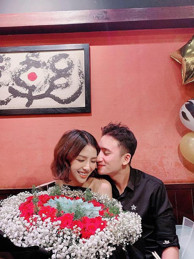 5 năm yêu của Phan Mạnh Quỳnh và vợ hot girl: Từ bị hoài nghi đến màn cầu hôn gây sốt, chàng cưng nàng số 1 thấy mà ghen! - Ảnh 10.