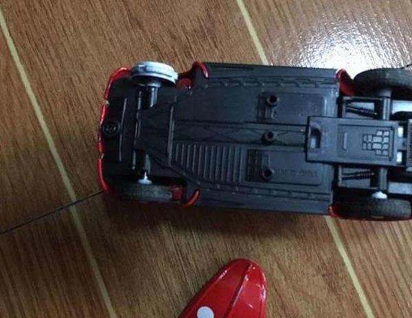 Cháu trai làm vỡ đồ chơi của bạn và bị đòi bồi thường 7 triệu, ông nội nói 1 câu khiến phụ huynh câm lặng - Ảnh 1.