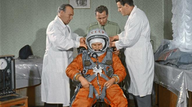 Chuyện chưa kể về bộ đồ du hành vũ trụ đầu tiên của nhân loại - Ảnh 14.
