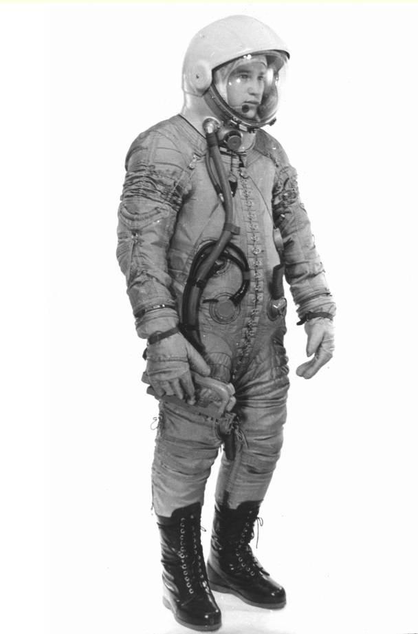 Chuyện chưa kể về bộ đồ du hành vũ trụ đầu tiên của nhân loại - Ảnh 4.