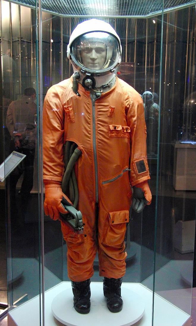 Chuyện chưa kể về bộ đồ du hành vũ trụ đầu tiên của nhân loại - Ảnh 5.