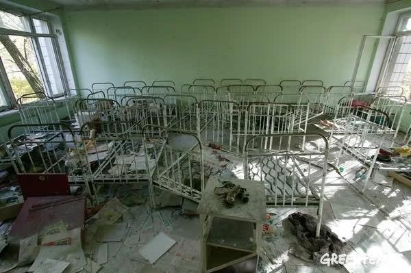 Thảm họa Chernobyl: Rừng xanh chuyển đỏ, quan tài bê tông khổng lồ và những điều có thể bạn chưa biết - Ảnh 2.