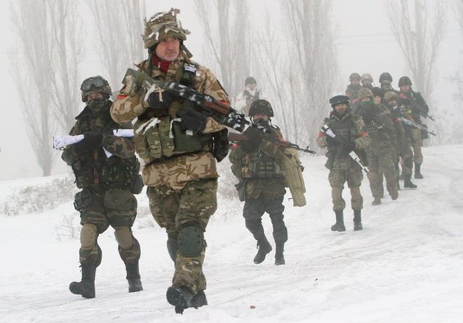 Ba kịch bản chiến tranh ở Donbass: Nga ra tay, viễn cảnh với Ukraine sẽ rất khủng khiếp! - Ảnh 2.