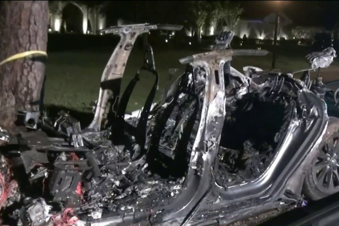 Xe Tesla không người lái gặp tai nạn thảm khốc khiến 2 người thiệt mạng - Ảnh 1.
