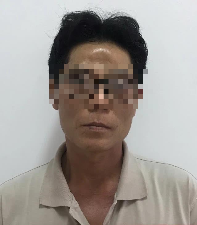 Vụ bé gái 5 tuổi bị sát hại, nghi bị xâm hại tình dục: Người dân giận dữ khi xem nghi phạm thực nghiệm hành vi - Ảnh 1.