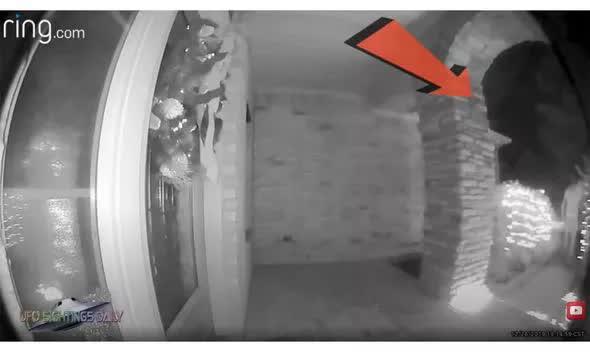 Người ngoài hành tinh xuất hiện ngay trước camera an ninh? - Ảnh 1.