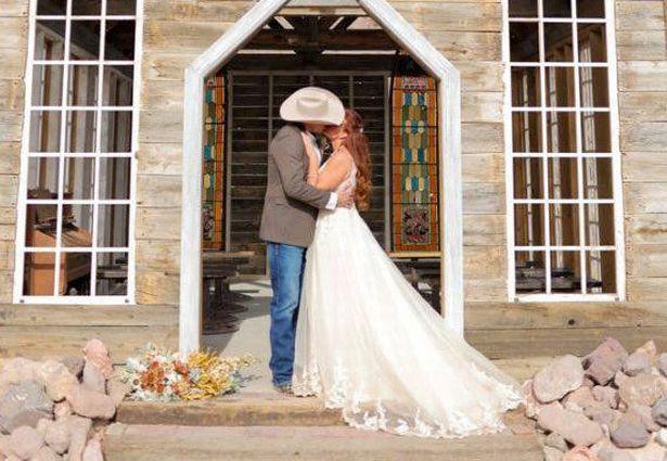 Vừa cưới được 1 ngày, vợ choáng váng khi đọc được 1 tin nhắn hé lộ bộ mặt thật của chồng - Ảnh 2.