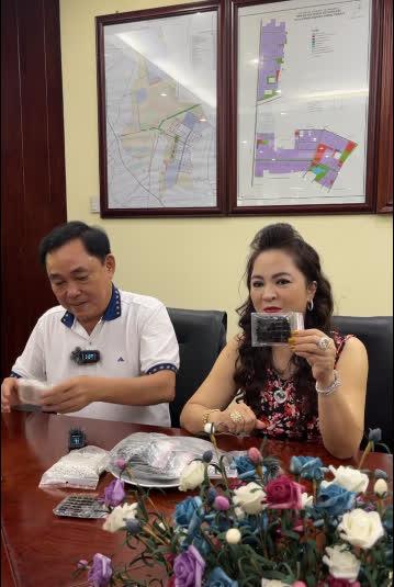 Bà Nguyễn Phương Hằng: Ông Võ Hoàng Yên từng xui chuyển hết tài sản để lỡ tôi có chuyện gì thì ông ấy bán đi để nuôi con tôi - Ảnh 2.