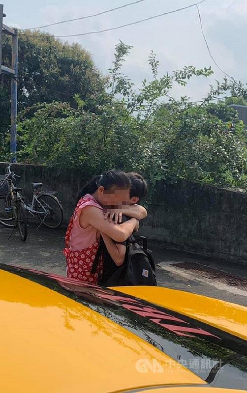 Chuyến tàu tử thần ở Đài Loan: Người con sợ hãi lẩm bẩm Mẹ còn bị kẹt, mẹ muốn cháu ra ngoài trước   - Ảnh 2.