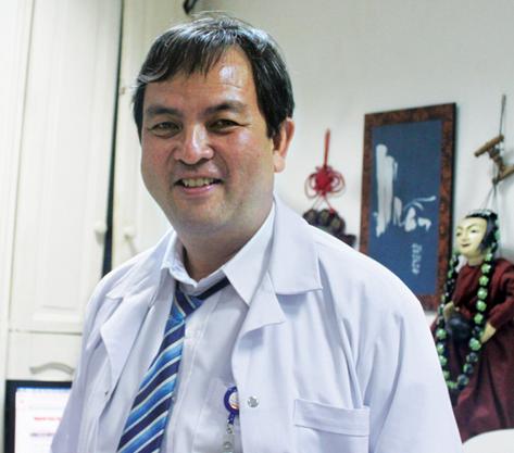 Bác sĩ Bạch Mai nhảy việc ra bệnh viện tư: Lương 60 triệu nhưng có lúc cũng hối hận - Ảnh 2.