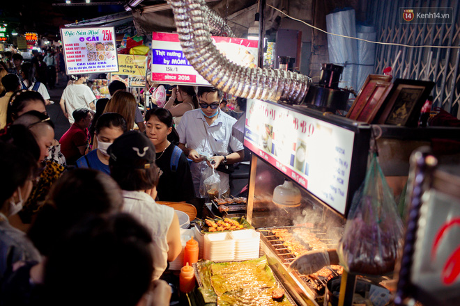 Khu chợ ẩm thực đã vào là không có đường ra ở Sài Gòn: Phần vì đồ ăn ngon, phần vì… đông muốn ná thở! - Ảnh 7.