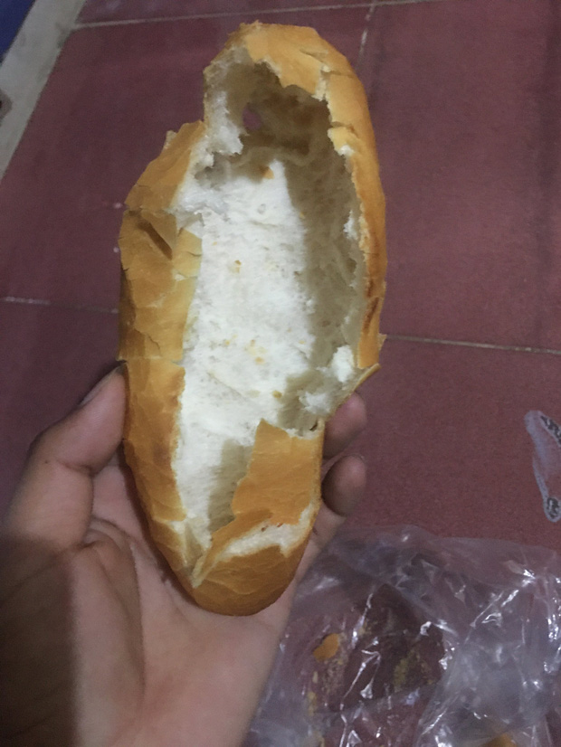 """Người Việt có hai kiểu ăn bánh mì đều """"ngang ngược"""" nhưng ai cũng làm theo, thành luôn thói quen khó bỏ - Ảnh 1."""