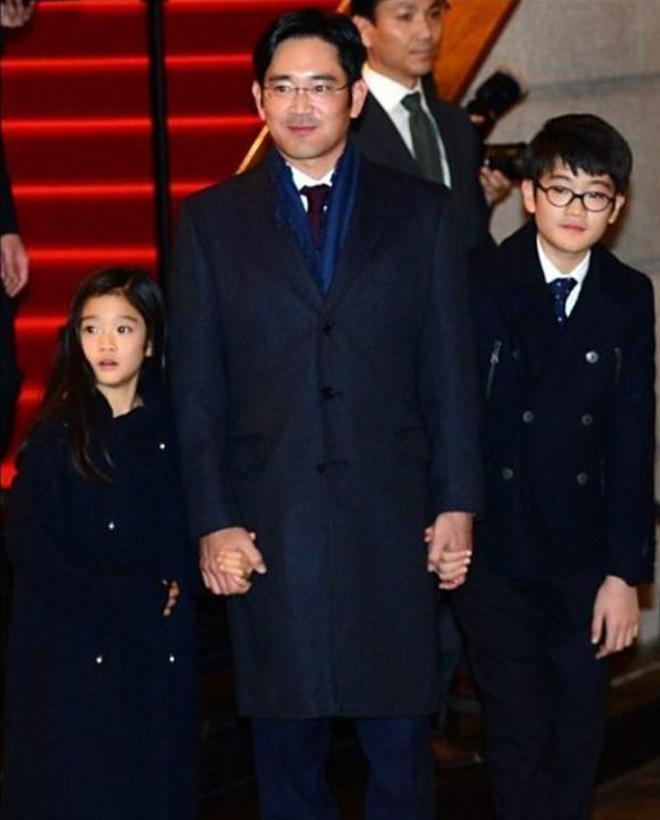 """Tiểu công chúa đế chế Samsung: Chiều cao khủng, bức ảnh cầm iPhone làm dậy sóng MXH và loạt fact ít ai biết về """"biểu tượng rich kid Hàn Quốc"""" - Ảnh 1."""