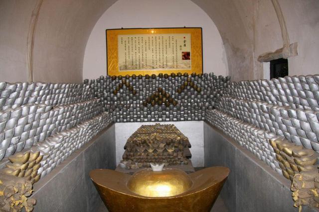 Vụ trộm quốc khố lớn nhất lịch sử Thanh triều: Có 1.218 vạn lượng bạc, hơn 900 vạn lượng bốc hơi, chân tướng phía sau khiến cháu trai Càn Long tức muốn chết - Ảnh 2.