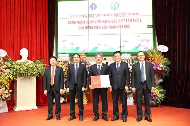 Bệnh viện Việt Đức được công nhận Bệnh viện hạng đặc biệt lần thứ hai - Ảnh 1.