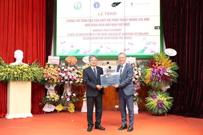 Bệnh viện Việt Đức được công nhận Bệnh viện hạng đặc biệt lần thứ hai - Ảnh 2.