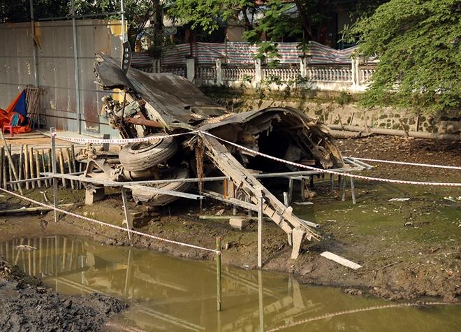 Cận cảnh tu sửa hồ chứa xác pháo đài bay B52 ở Hà Nội - Ảnh 3.