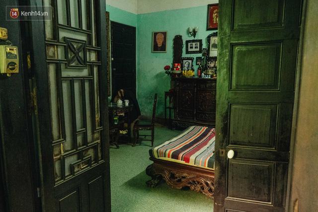 Ngôi nhà 80 năm tuổi, rộng gần 300m2 giữa phố cổ Hà Nội: Trả trăm tỷ không bán, bên trong có hầm chứa được 20 người - Ảnh 23.