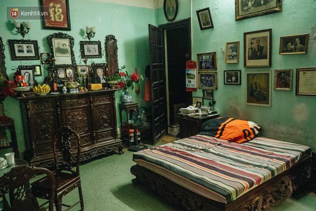Ngôi nhà 80 năm tuổi, rộng gần 300m2 giữa phố cổ Hà Nội: Trả trăm tỷ không bán, bên trong có hầm chứa được 20 người - Ảnh 24.