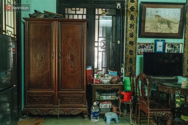 Ngôi nhà 80 năm tuổi, rộng gần 300m2 giữa phố cổ Hà Nội: Trả trăm tỷ không bán, bên trong có hầm chứa được 20 người - Ảnh 26.