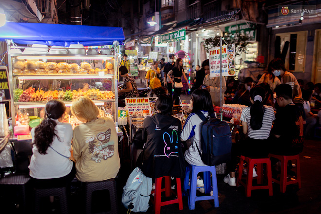 Khu chợ ẩm thực đã vào là không có đường ra ở Sài Gòn: Phần vì đồ ăn ngon, phần vì… đông muốn ná thở! - Ảnh 9.
