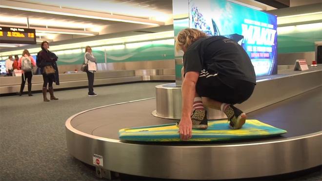 Loạt ảnh khó tin được chộp lại tại sân bay: Số 2 sẽ khiến nhiều người tưởng là 1 vụ án mạng (P2) - Ảnh 4.