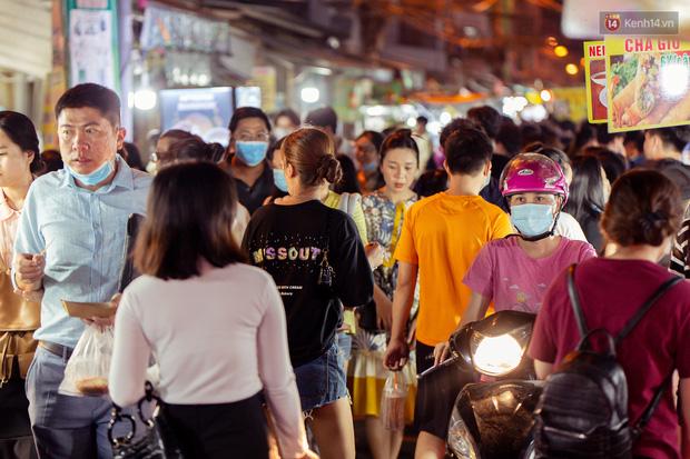 Khu chợ ẩm thực đã vào là không có đường ra ở Sài Gòn: Phần vì đồ ăn ngon, phần vì… đông muốn ná thở! - Ảnh 5.
