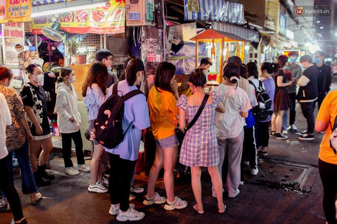 Khu chợ ẩm thực đã vào là không có đường ra ở Sài Gòn: Phần vì đồ ăn ngon, phần vì… đông muốn ná thở! - Ảnh 10.