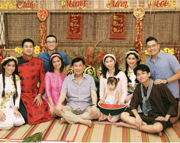 Johnathan Hạnh Nguyễn: Ông bố tỷ phú bên ngoài nhiều tiền, bên trong có trái tim ấm áp khiến ai cũng tan chảy - Ảnh 7.