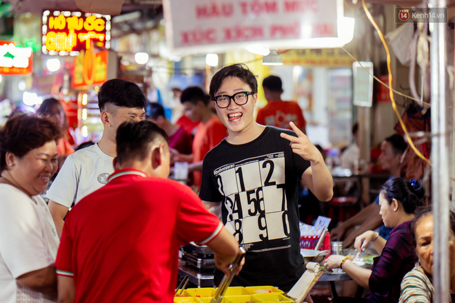 Khu chợ ẩm thực đã vào là không có đường ra ở Sài Gòn: Phần vì đồ ăn ngon, phần vì… đông muốn ná thở! - Ảnh 13.